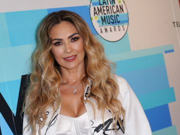 Aracely Arámbula en la alfombra roja de una emisión de los Latin American Music Awards
