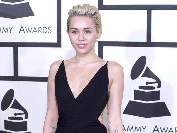 4526-MileyCirusGRAMMY_ARRIVALS2243