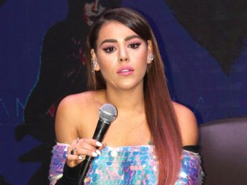 Danna Paola está al tanto de su perrita   Mezcalent