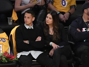 """Javier """"Chicharito"""" Hernandez and Sarah Kohan next to the courtside seats 