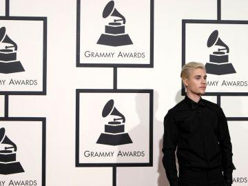 Justin Bieber en una ceremonia de los premios Grammy | Mezcalent