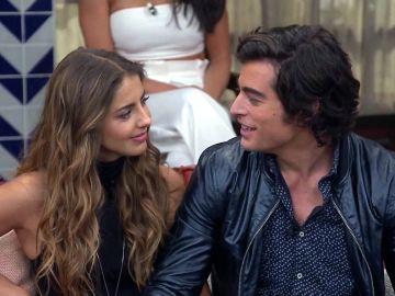 Michelle Renaud y Danilo Carrera en grabaciones de la telenovela 'Quererlo Todo' | Mezcalent