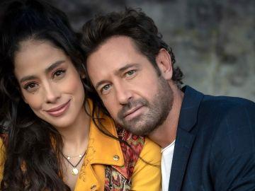 Fatima Molina y Gabriel Soto en Te Acuerdas de mi | Mezcalent