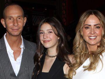 Erik Rubin y Andrea Legarreta felicitan a Mía por su cumpleaños | Mezcalent