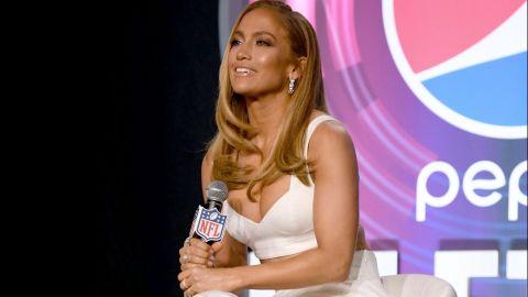 Jennifer Lopez durante el medio tiempo del Super Bowl LIV en  conference en el Hilton Miami Downtown Florida | Getty Images,  Kevin Winter