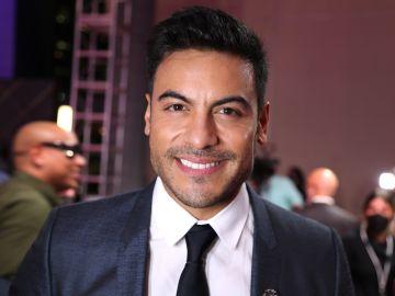 Carlos Rivera en Premios Lo Nuestro | Mezcalent