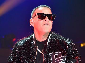 Daddy Yankee cantando para iHeartRadio Fiesta Latina en el  AmericanAirlines Arena en Miami, Florida | Getty Images, Theo Wargo