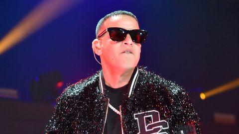 Daddy Yankee cantando para iHeartRadio Fiesta Latina en el  AmericanAirlines Arena en Miami, Florida   Getty Images, Theo Wargo