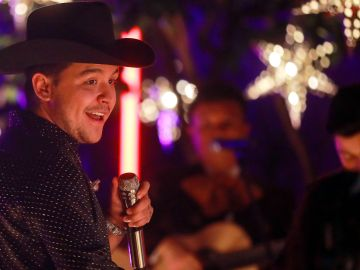 Christian Nodal en los Latin Grammy Awards en Guadalajara, Mexico. | Getty Images, Manuel Velasquez
