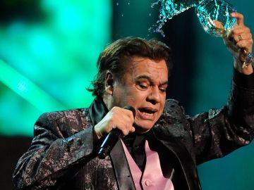 Juan Gabriel actuando en  en los  Latin GRAMMY Awards en el Mandalay Bay Events Center en Las Vegas, Nevada   Getty Images, Ethan Miller