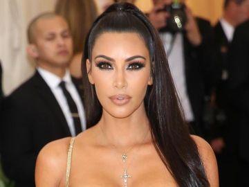 Kim Kardashian se compra una lujosa pieza dental.