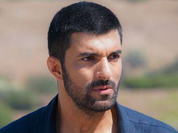 Engin Akyürek interpreta a Sancar en 'La Hija del Embajador'