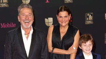Familia de Ricardo Montaner en Premios Lo Nuestro   Mezcalent