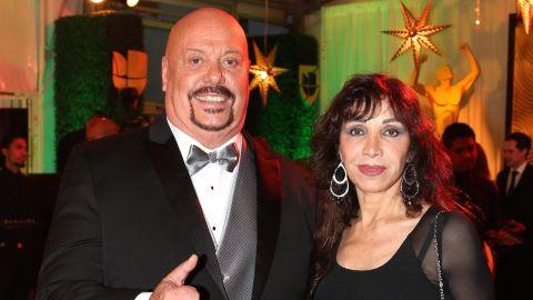 """Enrique """"Perro"""" Bermúdez con su esposa en los Premios Univision Deportes   Mezcalent"""