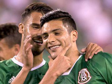 Diego Reyes y Raúl Jiménez con la Selección Mexicana de Fútbol | Mezcalent