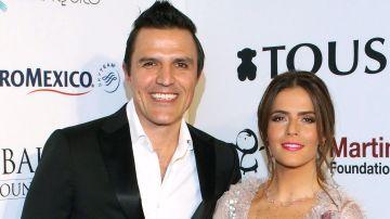 Billy Rovzar y Claudia Álvarez celebran a Alexandra