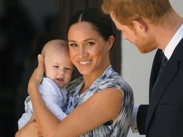 El príncipe Harry, Meghan Markle y el pequeño Archie