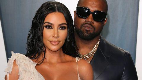 Kanye West fue descubierto usando aún su anillo de casado