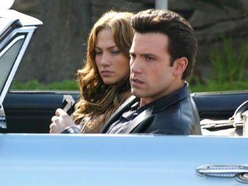 Jennifer Lopez y Ben Affleck grabando una escena de 'Gigli' en 2003