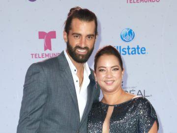Toni Costa y Adamari López   Mezcalent