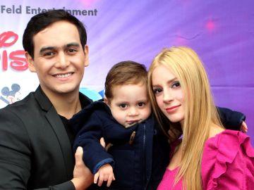 Julian Figueroa, su hijo y su esposa   Mezcalent