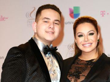 Jhonny López y su hermana Chiquis Rivera | Mezcalent