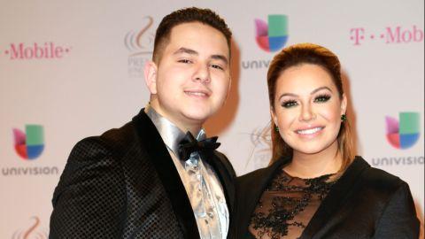 Jhonny López y su hermana Chiquis Rivera   Mezcalent