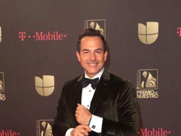 Carlitos Calderón es conductor de Despierta América | Mezcalent