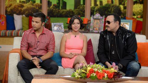 Familia Aguilar visitando Univisión   Gustavo Caballero/Getty Images