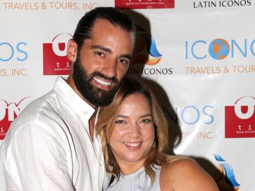 Adamari López y Toni Costa   Mezcalent