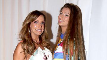 Lili Estefan junto a su hija Lina Luaces | Mezcalent