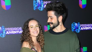 Evaluna y Camilo en Premios Juventud   Mezcalent