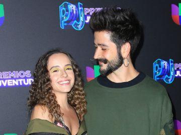 Evaluna y Camilo en Premios Juventud | Mezcalent