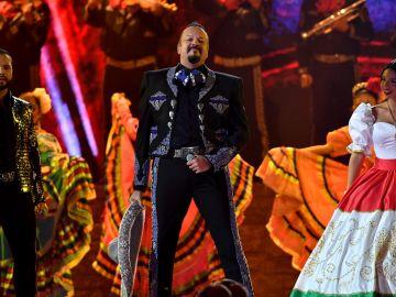 Leonardo, Pepe y Ángela Aguilar en Premios Juventud 2021   Jason Koerner/Getty Images for Univision