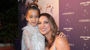 Adamari López y Alaïa en el estreno de Cinderella | Mezcalent