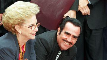 Doña Cuquita y Vicente Fernández | HECTOR MATA/AFP via Getty Images